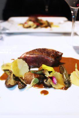 Filet de bœuf de Galice, palmiste rouge en deux textures, déclinaison de légumes BIO & jus corsé au poivre vert