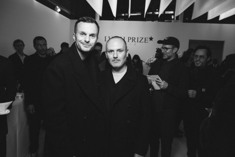 LVMH PRIZE 2019 COCKTAIL - KRIS VAN ASSCHE AND PETER PHILIPS © VIRGILE GUINARD