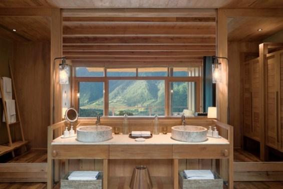 Lodge_Suite_bathroom_at_Punakha_[8217-MEDIUM]