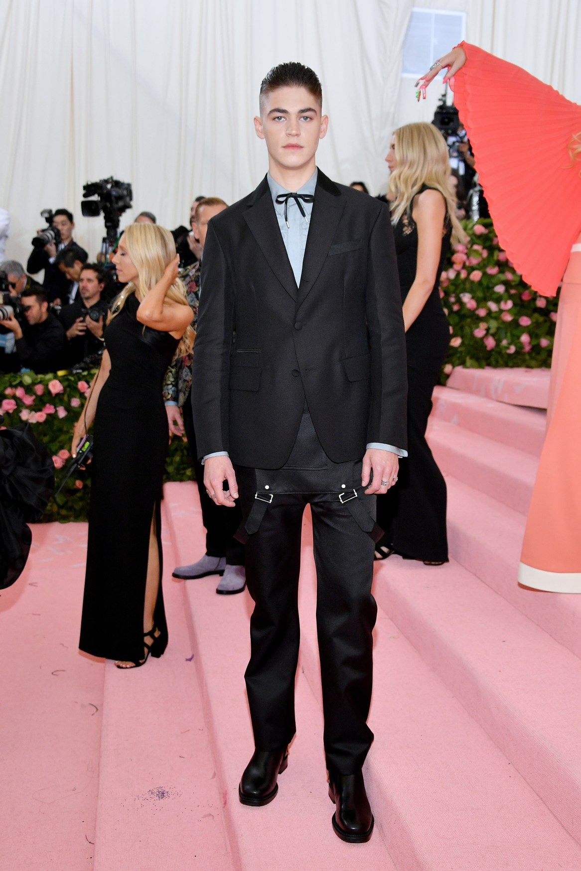 NEW YORK, NEW YORK - MAY 06: Hero Fiennes-Tiffin attends The 2019 Met Gala Celebrating Camp: Notes on Fashion at Metropolitan Museum of Art on May 06, 2019 in New York City. (Photo by Dia Dipasupil/FilmMagic)