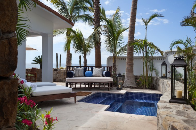 1163885941OneAndOnly_Palmilla_Accommodation_OceanFrontOneAndOnlyPoolCasitaSuite_Jacuzzi_MR