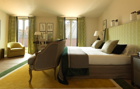 RFH Hotel de Russie - Popolo Suite - Bedroom with view