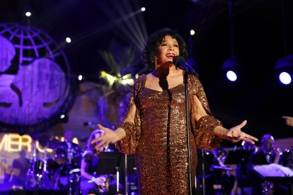 PORTO CERVO, ITALY - AUGUST 09: Dame Shirley Bassey performs at the dinner at the Unicef Summer Gala Presented by Luisaviaroma at on August 09, 2019 in Porto Cervo, Italy. (Photo by Tristan Fewings/Getty Images for Luisaviaroma)