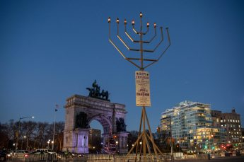 Brooklyn-Grand-Army-Plaza-Holiday-Menorah-Photo-Julienne-Schaer-NYC-and-Company-008