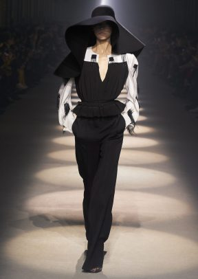 GIVENCHY_WOMEN_RTW_FW20_A4_44_HD