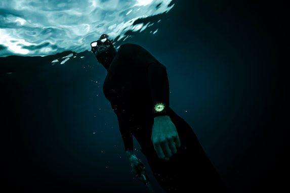 BR03-Diver-Full-Lum-GP7A7173
