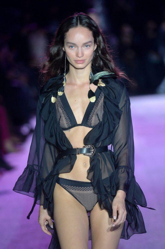 Luma Grothe - Défilé Etam Live Show 2020 à Paris le 29 septembre 2020. © Pool Agence Bestimage Runway during the Etam Womenswear Spring/Summer 2021 show as part of Paris Fashion Week on September 29, 2020 in Paris,