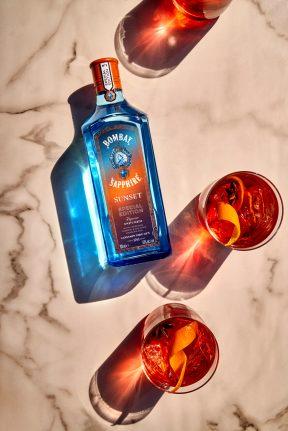 F21_Bombay_Sunset_Negroni_Bottle_And_Glass_Lifestyle