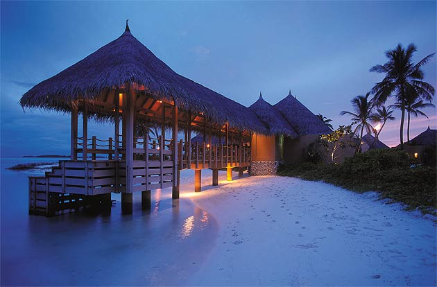 As we sailed out to sea with a big send-off from the staff, we looked back on at The Four Seasons Kuda Huraa resort with sheer adoration and admiration.