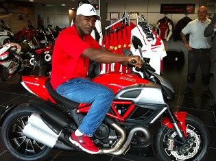Holyfield has expressed an interest in gaining his motorcycle licence through the Ducati Rider Training school and has set his sights on one day owning and riding a Diavel. Although he did not purchase a Diavel on the day he did not leave empty handed as he left with some new Ducati clothing to wear during his stay in the UK.