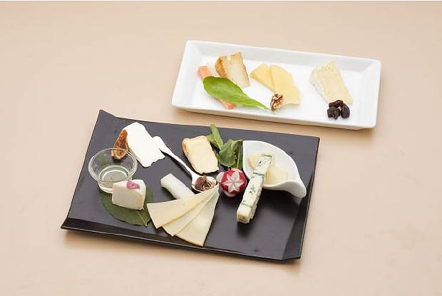 Japan Airlines (JAL) will be refreshing a part of its lineup of in-flight meals onboard most international routes from September 1, 2012 with new creations designed in collaboration with several reputable Japanese food companies as the airline continues to introduce the distinctive food culture of Japan to its customers.