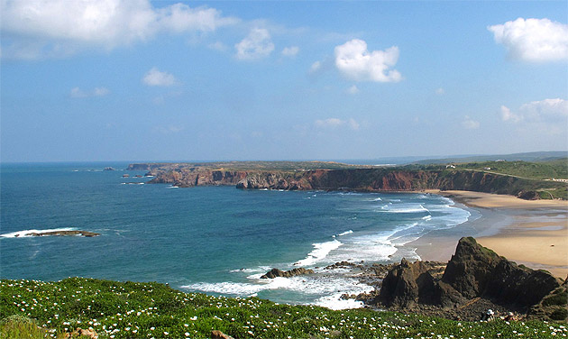 Can't decide whether you're an explorer of the sea or land? Choose the best of both natural worlds with Memmo Baleeira in Sagres, Portugal.