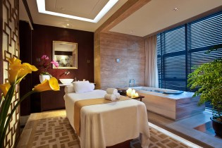 Talise Spa in Jumeirah Himalayas Shanghai is an oasis of Oriental healing combining traditional wellbeing wisdom perfected over centuries in China, Asia and the Middle East with the latest international high-tech products and spa luxuries. Located beside the uniquely designed Fitness Centre on the 7th Floor of the hotel, Talise Spa sits at the base of Jumeirah Shanghai's Yu Cong Atrium, a 14-storey feng shui passageway 'linking heaven and earth'.