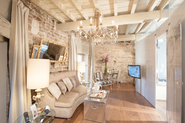 Hotel Brunelleschi opens new exclusive Pagliazza Tower Suite on the top floor of the Medieval Pagliazza Tower.