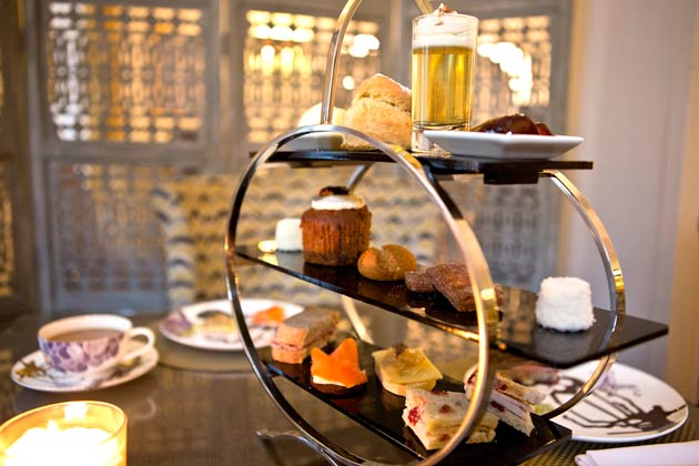 With winter fast approaching in England and the likelyhood that Jack Frost will be nipping at your nose, why not escape the bitter cold and treat yourself to 'Winter Wonderland Afternoon Tea' at the St Ermin's Hotel, Westminster.