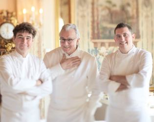 Alain Ducasse opened the doors to Le Louis XV restaurant in 1987, and within thirty-three months was awarded the highest culinary recognition by the Michelin Guide. Located at Hôtel de Paris, one of the most iconic hotels in Monaco, Le Louis XV overlooks Casino Square and is a haven of elegance and style.