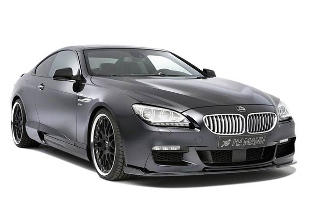 The Hamann aerodynamic components are adapted to the original M aerodynamic front and rear valances. At the front, a competition front spoiler is used, which increases the down-force. At the rear, an insert for the bumper offers space for four exhaust tail pipes.
