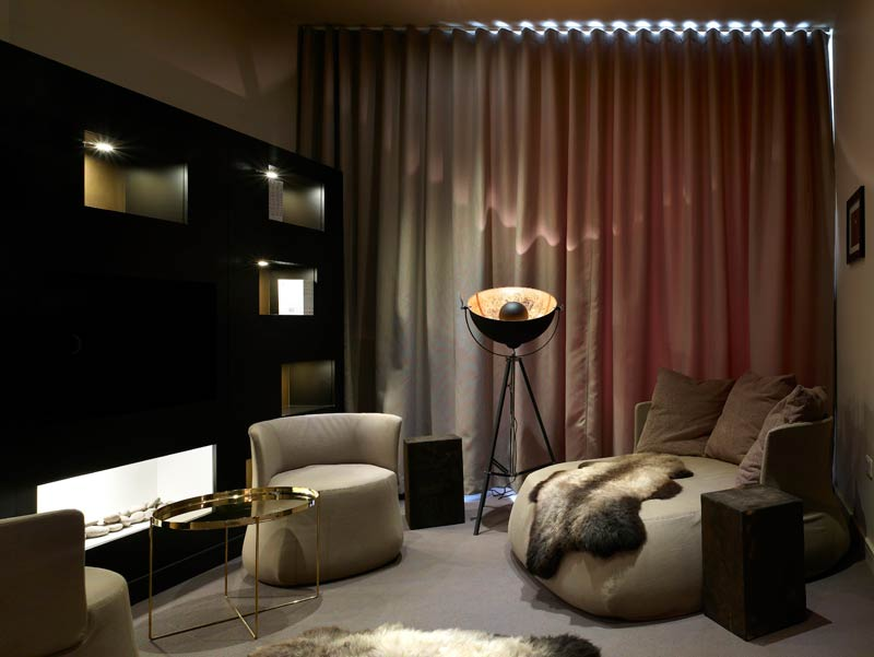 March & White is an architecture and interior design studio based in London. The firm's portfolio of work in the luxury sector includes hotels, restaurants, as well as private residences.