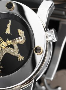 The CTK case on the Dragon Automatic is uniquely made according to the structure of the ancient Chinese Pagodas.The case is made of an alliance of four separate rings held together by four large screws on the bezel and back case.