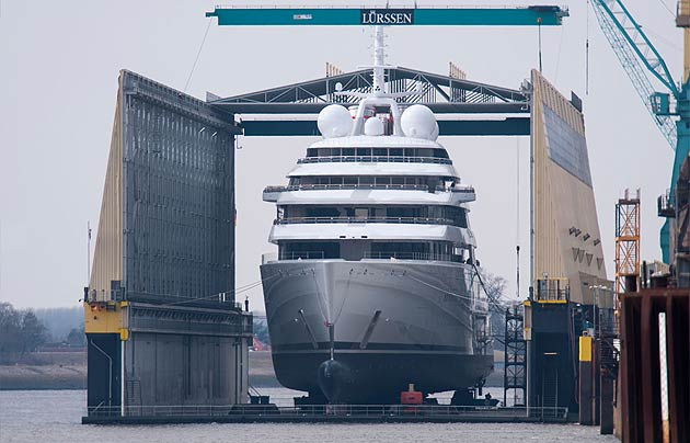 """""""Azzam"""" Launches In Germany To Become World's Largest Superyacht."""