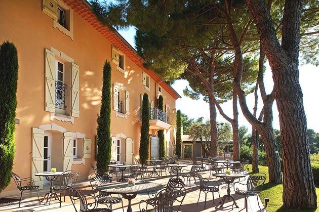Le Candille is the sublime restaurant at the Relais & Châteaux member hotel Le Mas Candille