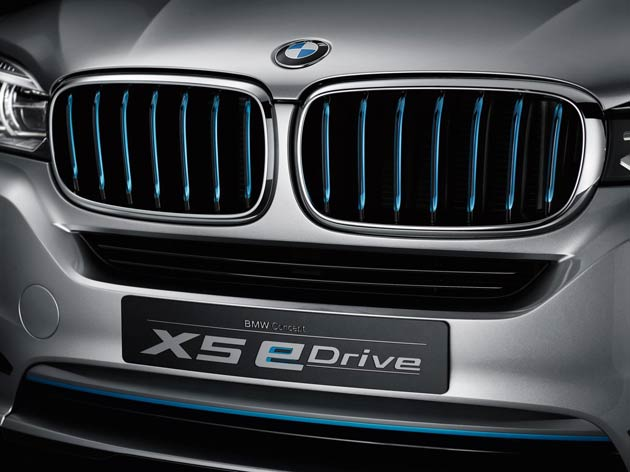 The groundbreaking character of the luxurious BMW Concept X5 eDrive is highlighted by understated but precisely arranged design accents.