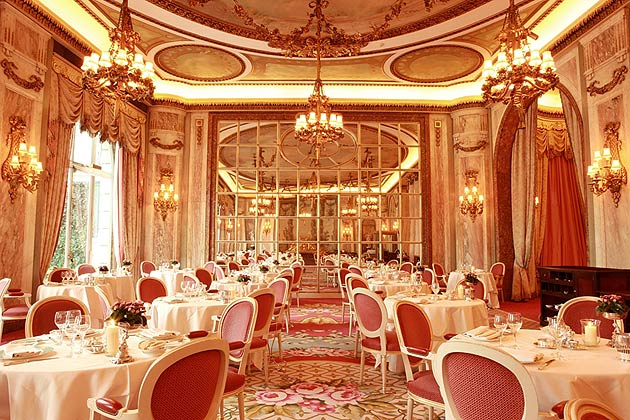 Theatrical Dining At The Ritz