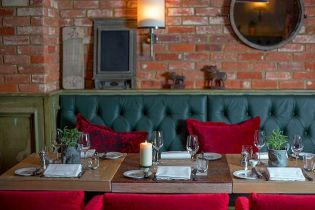 Rextail offers an eclectic international menu of flavours, with a focus on grilled meats, fish and game