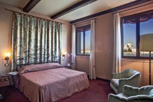Unmistakingly Venetian, the hotel is famed for it's exceptionally large rooms and fine furnishings.