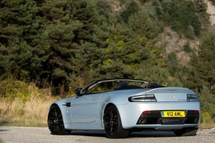 Luxurious Magazine Reviews The Aston Martin V12 Vantage S Roadster (15)