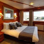 Pascale Hayward Explores The Sunborn Yacht, an Exclusive 4-Star Hotel in London 5