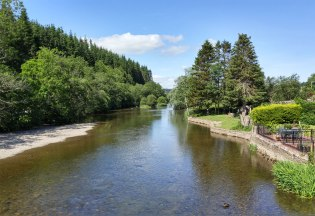 Adjacent to Pooley Bridge is the River Earmont which flows into Ullswater Lake