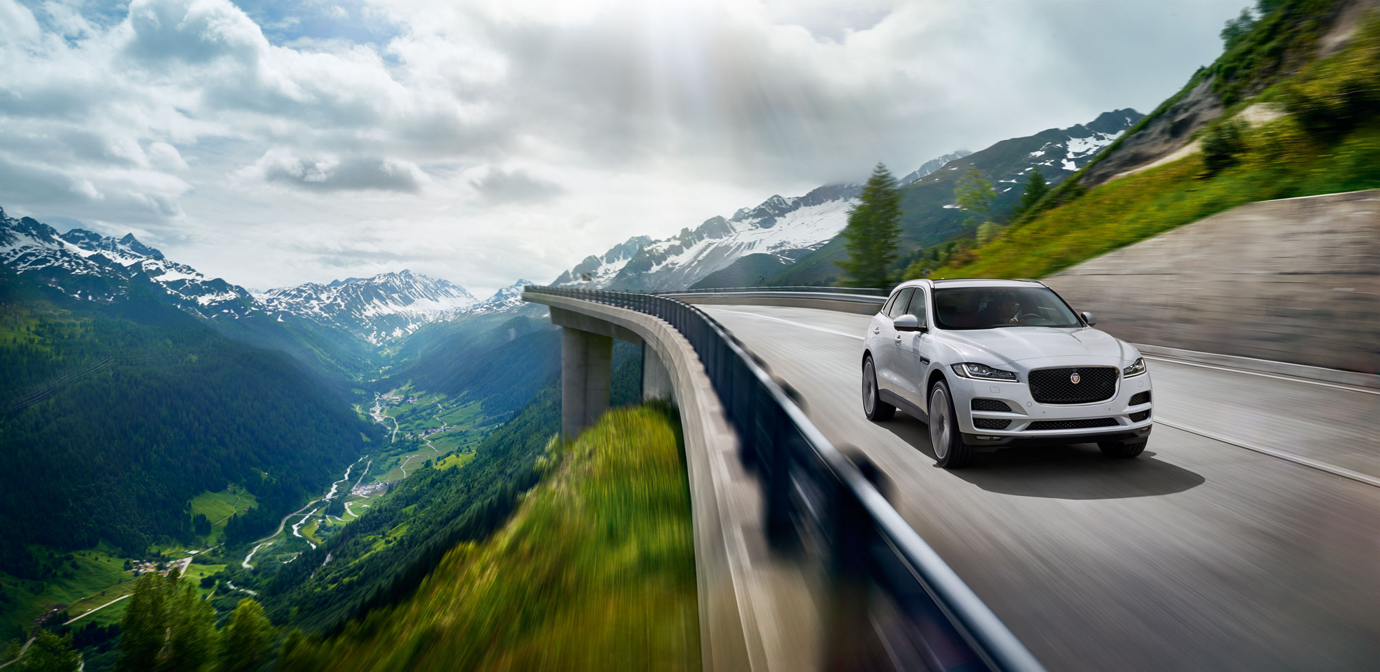 With a sporty aesthetic, the F-Pace borrows its sporty design sensibilities and commendable performance from the highly sought after Jaguar F-Type.