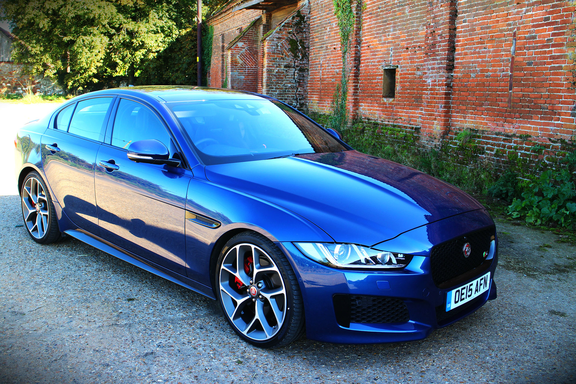 Married to the highly-responsive gearbox, the Jaguar XE S can reach 60 mph in just 4.9 seconds