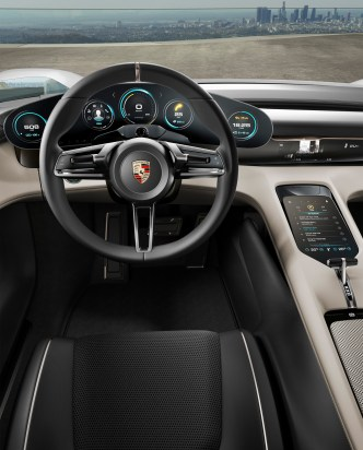 Porsche Mission E: 600 hp, 500 kilometer driving range, 15 minutes charging time