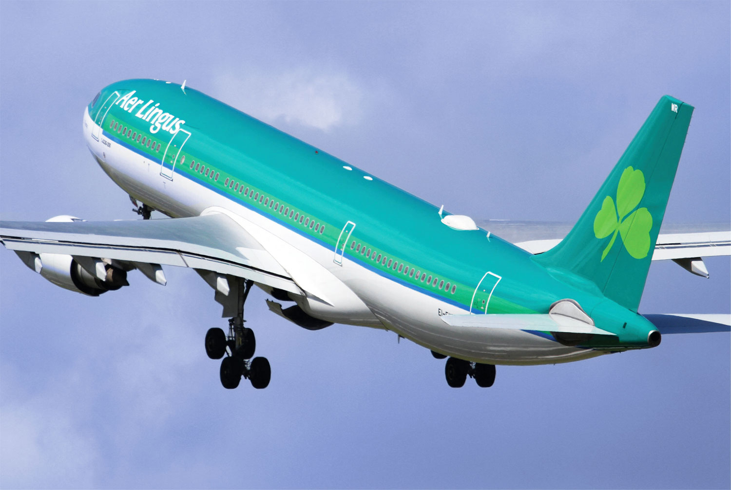 Gina Baksa experiences her first Aer Lingus Business Class flight from London Heathrow to Newark, via Dublin