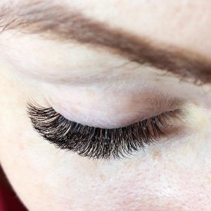 Beauty Treatment Review: Russian Volume Lashes at FATLASH 4