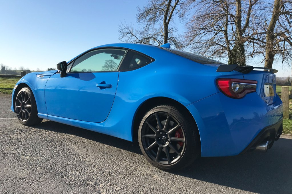 Luxurious Magazine Road Test and Review: Toyota GT86 9