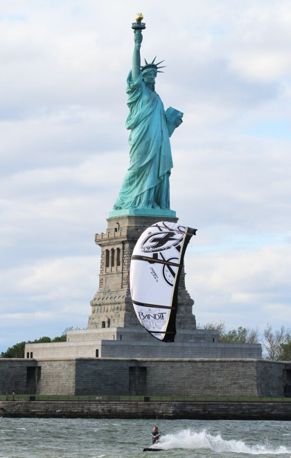 Alexandre Caizergues kitesurfing in front of the Statue of Liberty.