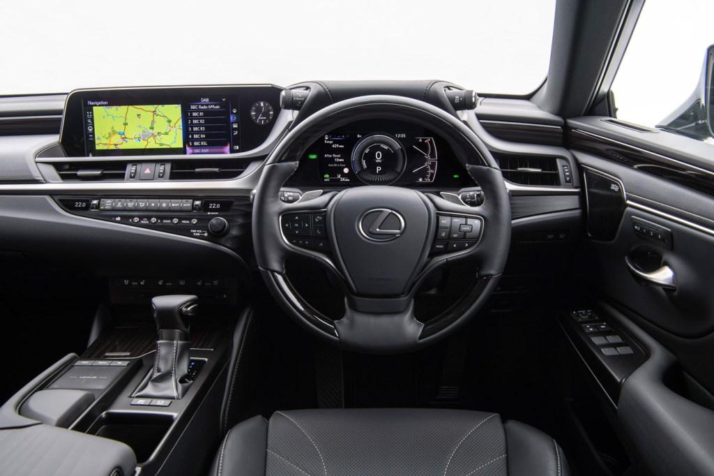 Luxurious Magazine Road Test: The Lexus ES 300h F Sport 6