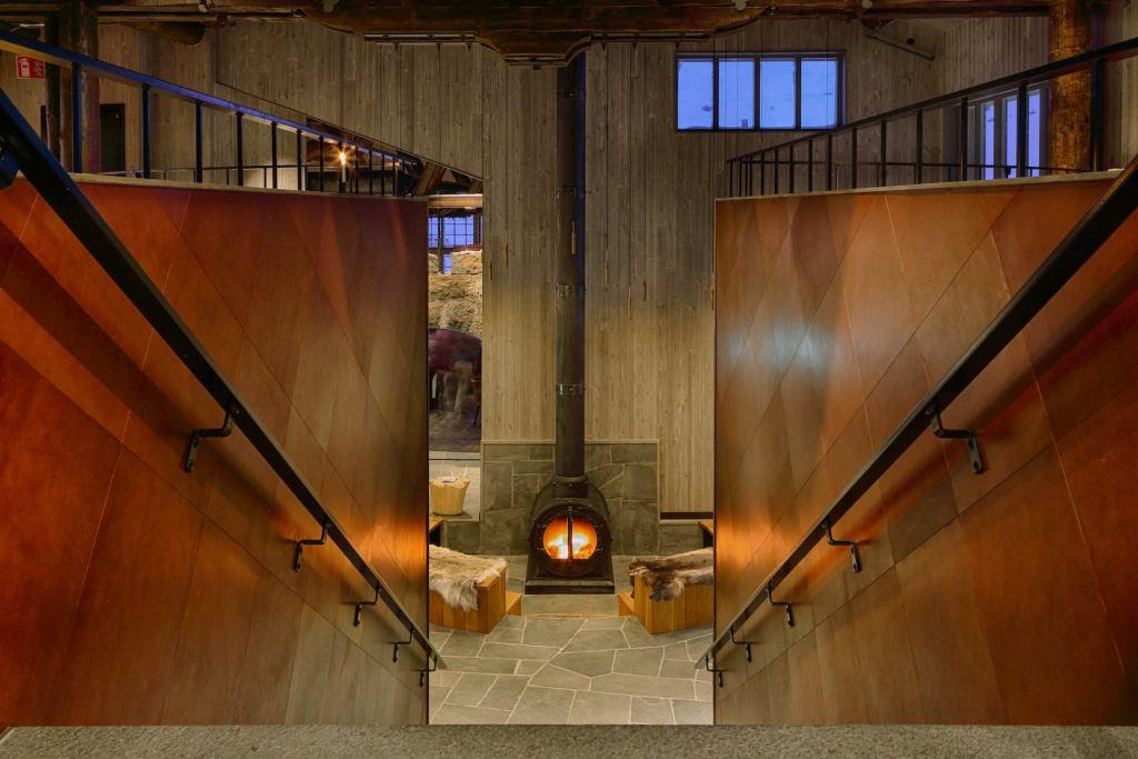 Interior photograph of Niehku Mountain Villa by Erik Nissen Johansen.
