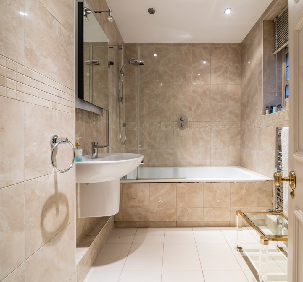 Luxury Claridge House Apartment In Mayfair Lists At £4million 9
