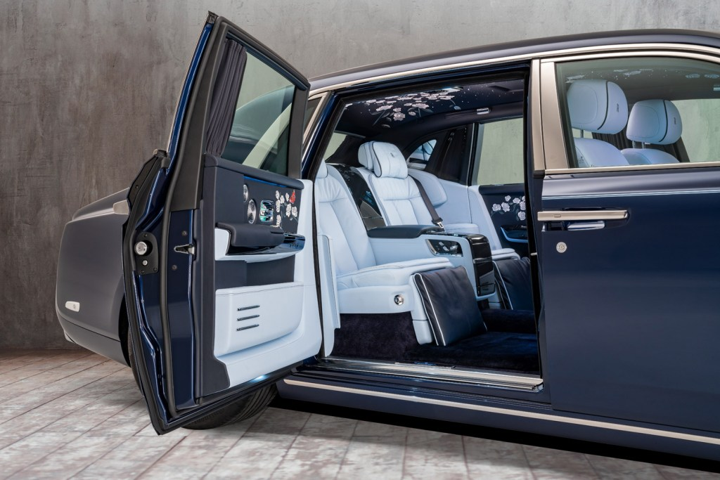 A Rolls-Royce Phantom Commission with One Million Embroidered Stitches 10