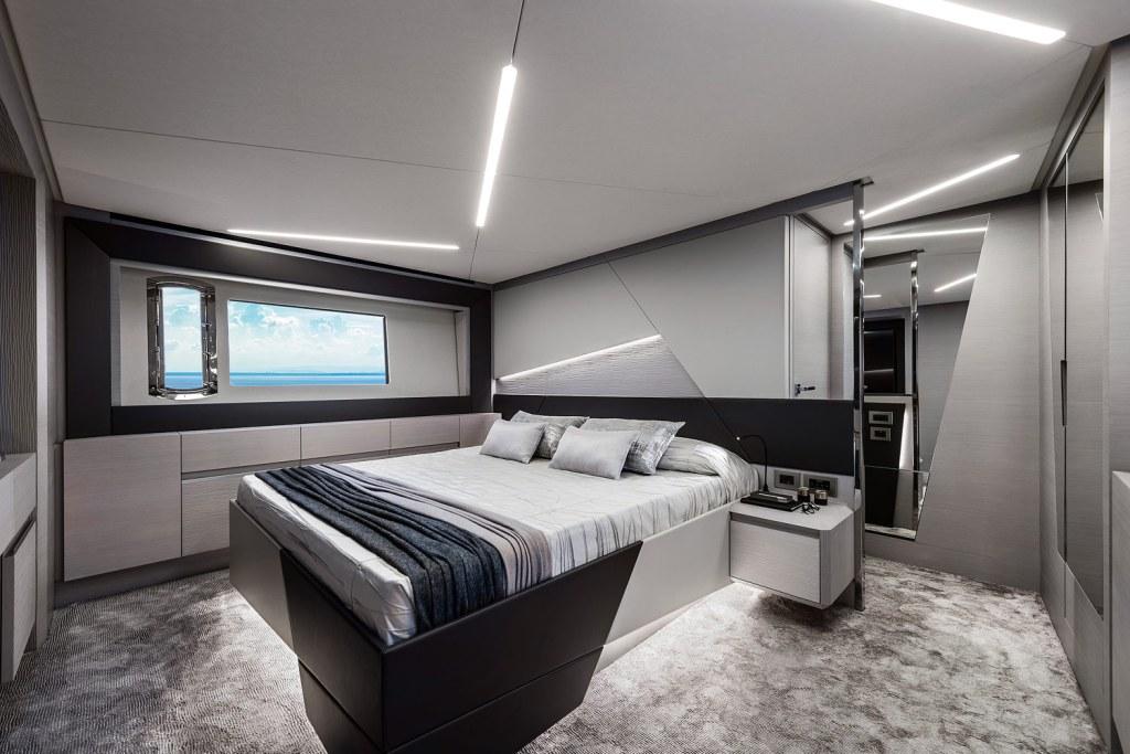 Pershing 7X master cabin suite