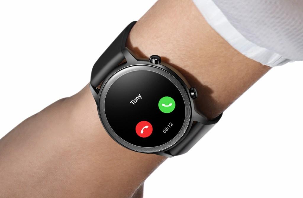 Huawei MagicWatch 2 receiving a call