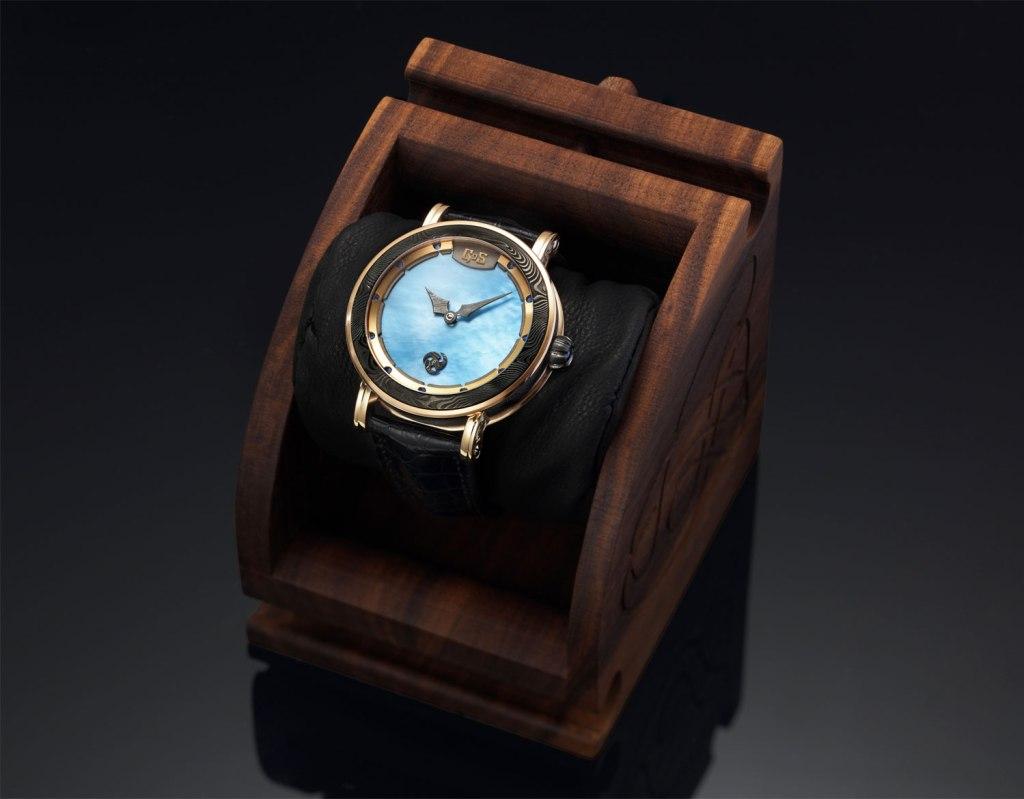 GoS Skadi watch in wooden presentation box