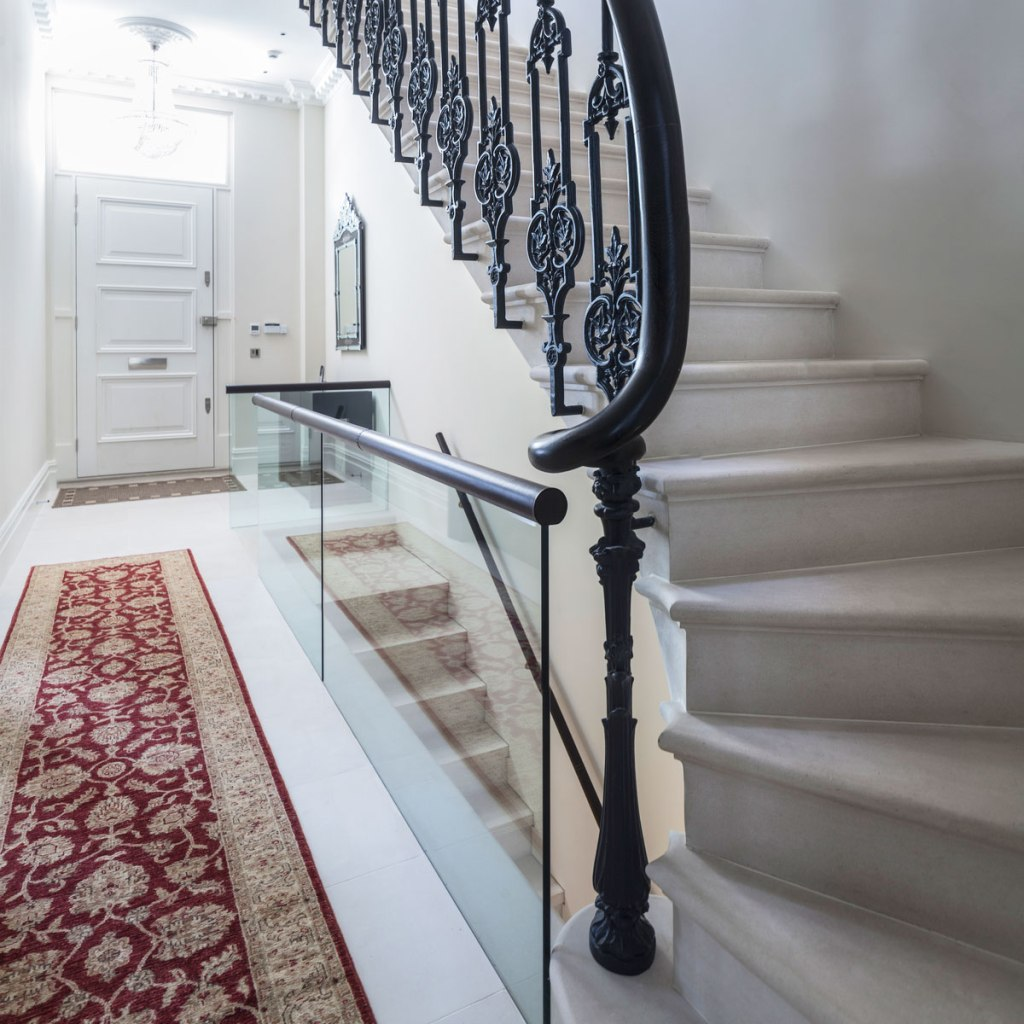 Combining Traditional and Modern in a Cohesive Luxury London Design 5