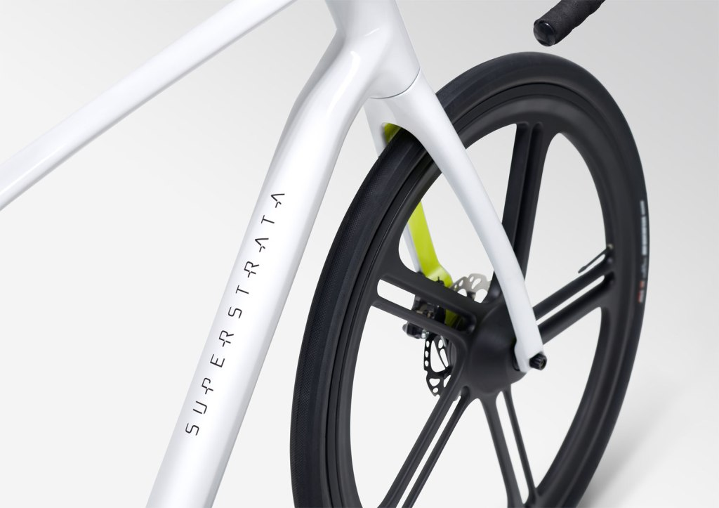 Superstrata 3D Printed Carbon Fibre bike frame and wheel