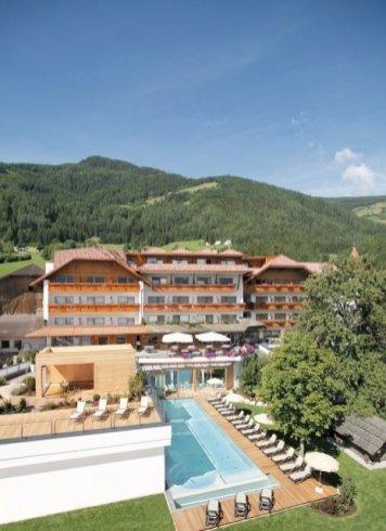 Lanerhof Aussenansicht - Der Lanerhof - Wellness, Gourmet & Sport in Südtirol