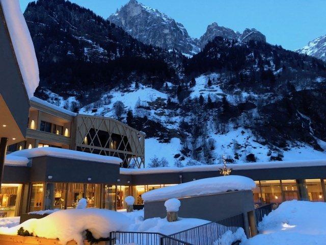 Feuerstein Family Resort Brenner abendstimmung - Feuerstein Family Resort am Brenner in Südtirol - Entspannter Luxus